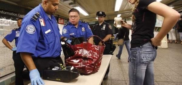 Officers from the Transportation Security Administration inspect the bag of a woman before entering the Times Square subway station in New York May 6, 2010. REUTERS/Shannon Stapleton (UNITED STATES - Tags: SOCIETY)